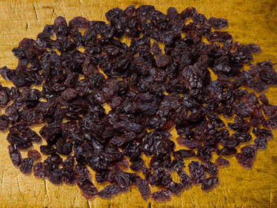 raisins-on-cutting-board-ROH